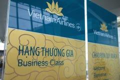 Hanoi, Vietnam - 26. Juni 2015: Business-Class-Zeichen von Vietnam Airlines bei Noi Bai International Airport Lizenzfreies Stockfoto