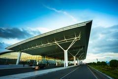 Hanoi, Vietnam - 10. Juni 2017: Noi Bai International Airport in der Dämmerung mit Hall-T2, der größte Flughafen in Nord-Vietnam Stockbilder