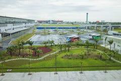 Hanoi, Vietnam - 26. Juni 2015: Parkplatz an Noi Bai International Airport-T1 Lizenzfreies Stockbild
