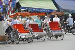 Hanoi, Vietnam: Leben in Vietnam Zyklo neben Sword See in Hanoi, Vietnam Ist das touristische ` s farvourite Fahrzeug Zyklo Stockfotos