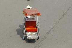 Hanoi, Vietnam: Leben in Vietnam Zyklo neben Sword See in Hanoi, Vietnam Ist das touristische ` s farvourite Fahrzeug Zyklo Stockbild