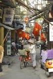 Hanoi, Vietnam - lokaler Straßenhändler auf Stadtzentrum von Hanoi, Vietnam Lizenzfreie Stockbilder