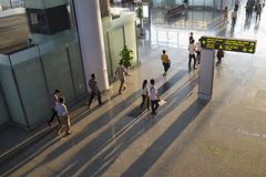 Hanoi, Vietnam - 12 luglio 2015: L'alto punto di vista di Corridoio di Noi Bai International Airport, il più grande aeroporto nel Fotografia Stock