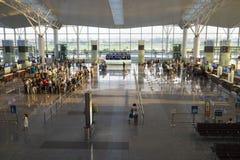 Hanoi, Vietnam - 12 luglio 2015: L'ampio punto di vista di Corridoio di Noi Bai International Airport, il più grande aeroporto ne Immagini Stock
