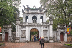 Hanoi, Vietnam 12 marzo:: Van Mieu o il tempio di letteratura è Coll Fotografia Stock