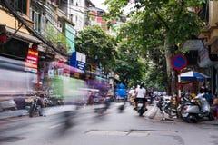 HANOI, VIETNAM - MEI 24, 2017: Sc van het het kwart bezig verkeer van Hanoi oud Stock Afbeeldingen