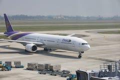 HANOI VIETNAM - NOV2,2017 : thai airway plane approaching to par Royalty Free Stock Image
