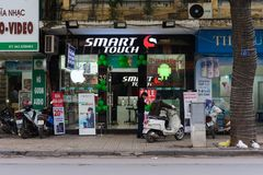Hanoi, Vietnam - 16. November 2014: Vorderansicht des elektronischen Speichers in Hang Bai-Straße Vietnam werden mögliches Hochte Stockbild