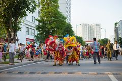 Hanoi, Vietnam - Sep 25, 2015: A show of lion dance at Times City complex in Vietnamese mid autumn festival days.  Stock Images