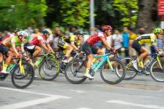 Hanoi, Vietnam - 2 settembre 2016: Corsa di bicicletta in via di Dinh Tien Hoang, intorno al lago Hoan Kiem, centro di Hanoi Immagine Stock