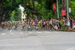 Hanoi, Vietnam - 2 settembre 2016: Corsa di bicicletta in via di Dinh Tien Hoang, intorno al lago Hoan Kiem, centro di Hanoi Fotografia Stock Libera da Diritti