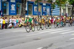 Hanoi, Vietnam - 2 settembre 2016: Corsa di bicicletta in via di Dinh Tien Hoang, intorno al lago Hoan Kiem, centro di Hanoi Fotografie Stock Libere da Diritti