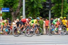 Hanoi, Vietnam - 2 settembre 2016: Corsa di bicicletta in via di Dinh Tien Hoang, intorno al lago Hoan Kiem, centro di Hanoi Fotografia Stock