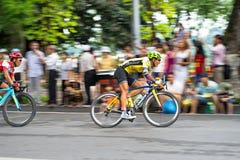 Hanoi, Vietnam - 2 settembre 2016: Corsa di bicicletta in via di Dinh Tien Hoang, intorno al lago Hoan Kiem, centro di Hanoi Fotografie Stock