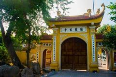 hanoi vietnam Tran Quoc Pagoda arkivfoton