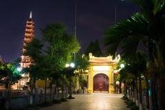 HANOI, VIETNAME - 22 DE MAIO DE 2017: Pagode de Tran Quoc, Budd o mais idoso imagem de stock royalty free