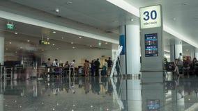 HANOI, VIETNAME - 27 DE OUTUBRO DE 2015: Lapso de tempo disparado de Noi Bai International Airport filme
