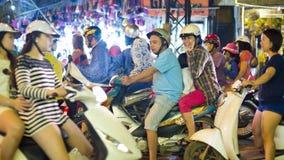 HANOI, VIETNAME - EM MAIO DE 2014: vida quotidiana na rua Foto de Stock