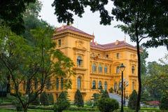Hanoi, Vietname o 12 de março:: Construção, estilo do francês da casa do governo Fotos de Stock Royalty Free