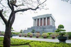 Hanoi, Vietname o 12 de março:: Ho Chi Minh Mausoleum é um h importante Imagens de Stock Royalty Free