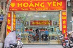 Hanoi Wietnam, Apr, - 5, 2015: Zewnętrzny frontowy widok złota i srebra sklep w zrozumienia Bac ulicie Zdjęcie Royalty Free
