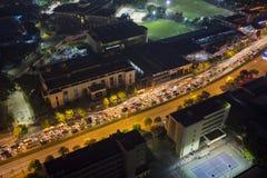 Hanoi Wietnam, Lipiec, - 9, 2015: Widok z lotu ptaka Hanoi ruch drogowy przy nocą Ruchu drogowego dżem na Le Van Luong st Fotografia Stock
