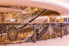 HANOI WIETNAM, MARZEC, - 08, 2017 Wnętrze luksusowy zakupy centrum handlowego Trang Tien plac Obrazy Stock