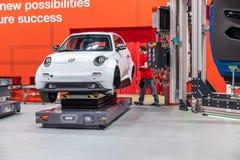 Hanover, Duitsland - April 02 2019: NAAI Eurodrive voorstelt de productie van nieuw elektrisch E GA auto bij stock foto