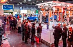 Hanover, Duitsland - April 02 2019: NAAI Eurodrive voorstelt de productie van nieuw elektrisch E GA auto bij stock fotografie