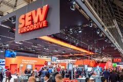 Hanover, Duitsland - April 02 2019: NAAI Eurodrive voorstelt de productie van nieuw elektrisch E GA auto bij stock afbeelding