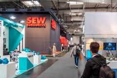 Hanover, Duitsland - April 02 2019: NAAI Eurodrive voorstelt de productie van nieuw elektrisch E GA auto bij royalty-vrije stock foto
