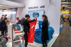Hanover, Duitsland - April 02 2019: Wolong stelt de nieuwste innovaties bij de MARKT van HANOVER voor stock fotografie