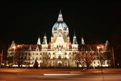 Hanover Neues Rathaus (Nieuw Stadhuis) 's nachts Stock Afbeeldingen