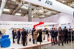 Hanovre, Allemagne - 2 avril 2019 : Wolong pr?sente la plus nouvelle g?n?ration des cobots - robots de collaboration - et images stock