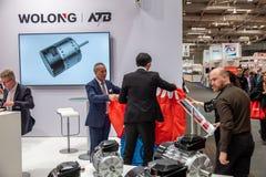 Hanovre, Allemagne - 2 avril 2019 : Wolong pr?sente les plus nouvelles innovations ? la FOIRE de HANOVRE photos libres de droits