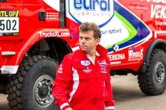 Hans Stacey μπροστά από το φορτηγό του Ντακάρ του Στοκ Εικόνα