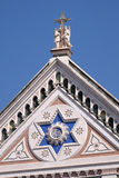 HANS tecken, basilikadien Santa Croce Basilica av helgedomkorskyrkan i Florence, Italien Arkivfoton