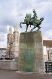 Hans waldmann monument en tweelingtorens van grossmunster stock afbeelding