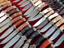 hantverk Knivar med dekorativa handtag Royaltyfri Fotografi