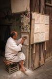 Hantverkare på arbete marrakesh morocco Arkivfoton