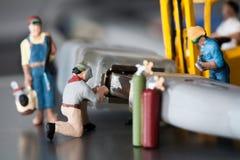 hantverkare som gör underhållsminiaturen Arkivbilder