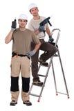 Hantverkare som tillsammans arbetar Fotografering för Bildbyråer