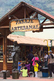 Hantverkarepassage i Banos, Ecuador Royaltyfria Bilder