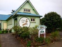 Hantverket shoppar i Nya Zeeland som säljer hantverk och souvenirturister Royaltyfria Foton