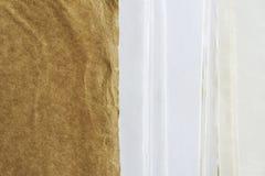 Hantverkmapp med olika typer av papper royaltyfri foto
