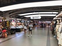Hantverkmarknad i MBK-gallerian, Bangkok Royaltyfri Bild