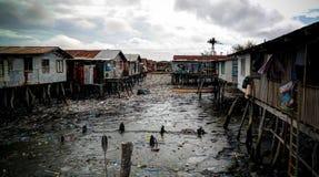 Hanuabada村庄的贫民窟莫尔斯比港郊外的,巴布亚新几内亚 库存照片