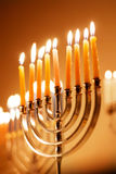 Hanukkah rougeoyant Menorah Image stock
