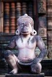 Hanuman雕象在Banteay Srey寺庙,柬埔寨的 库存图片