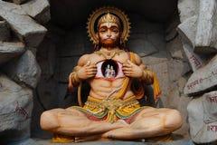 Hanuman雕象看法在Parmarth Niketan聚会所,瑞诗凯诗 免版税库存图片